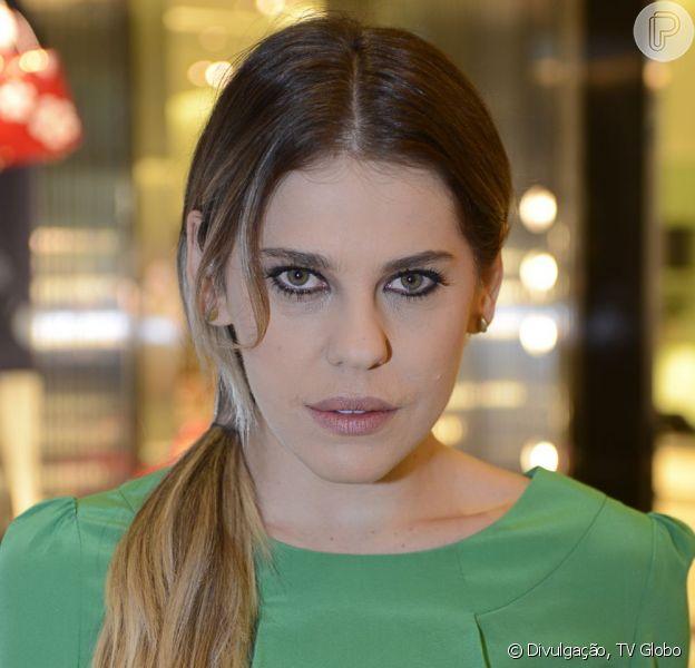 'Amor à Vida': Edith (Bárbara Paz) era garota de programa antes de se casar com Félix (Mateus Solano). A informação foi publicada no jornal 'Extra' de 30 de maio de 2013