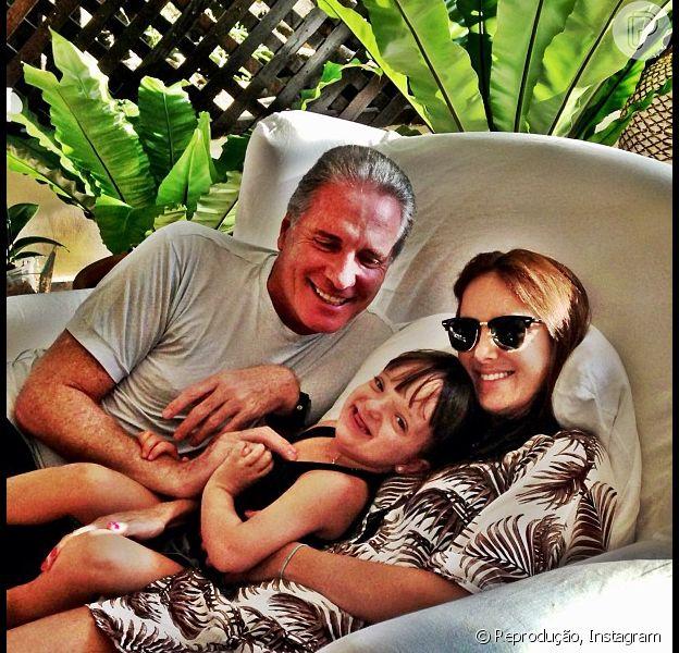 Ticiane Pinheiro e Roberto Justus ainda não contaram sobre a separação para Rafaella Justus. A informação é da coluna 'Retratos da Vida', do jornal carioca 'Extra' de 3 de junho de 2013