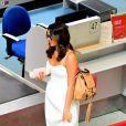 Bruna Marquezine mostrou muito estilo para embarcar nesta quinta-feira, em um aeroporto do Rio