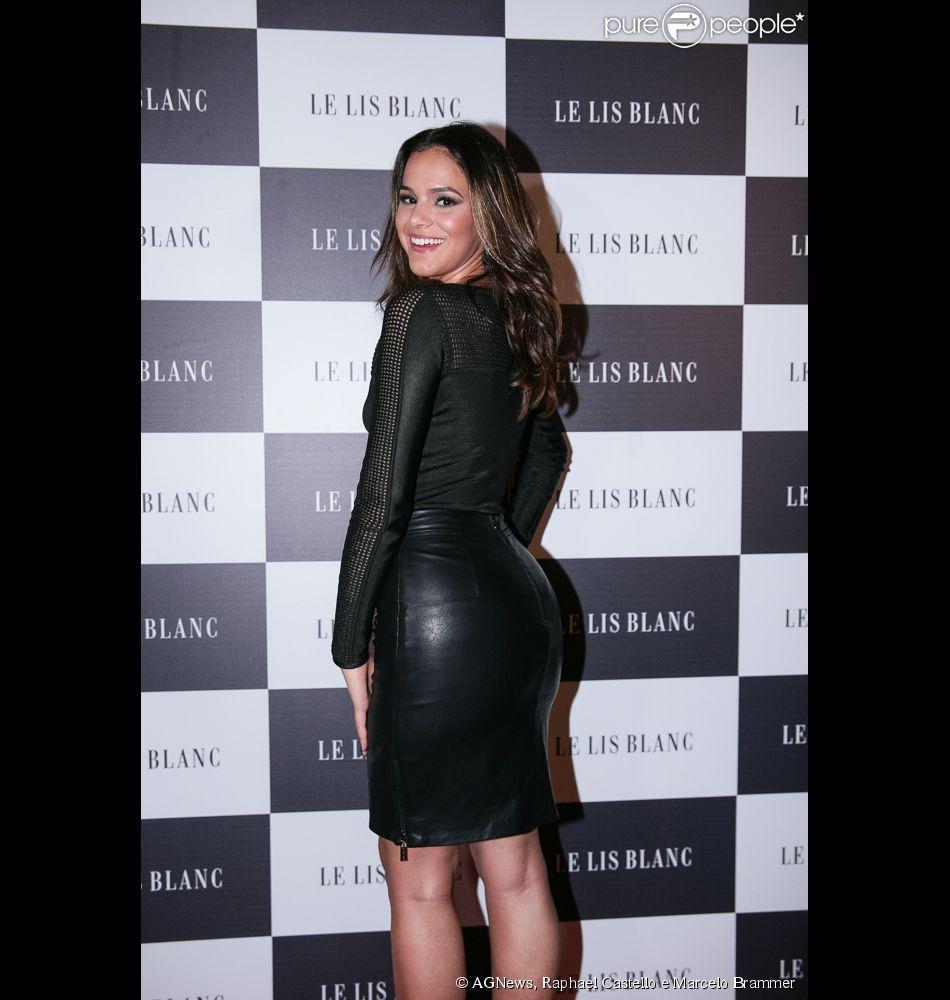Bruna Marquezine usou look justo ao prestigiar lançamento da grife Le Lis Blanc, em São Paulo, na noite desta quinta-feira, 28 de maio de 2015