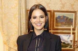 Bruna Marquezine revela itens que não faltam em sua bolsa: 'Nécessaire tem tudo'