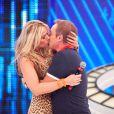 Recentemente, Gugu Liberato chegou a dar um beijo técnico em Adriane Galisteu no palco do 'Programa do Gugu'