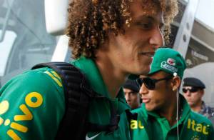 Neymar chega a Porto Alegre com a Seleção Brasileira para jogo contra França