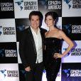 Daniel, técnico do programa 'The voice Brasil', curte o show com a mulher, Aline de Pádua