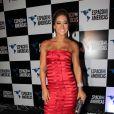 A ex-bbb Mayra Cardi escolhe um vestido longo vermelho para o evento