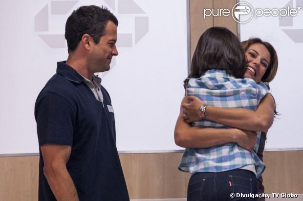 Acreditando que Bruno (Malvino Salvador) roubou sua filha no passado, Paloma (Paolla Oliveira) o proíbe de ver Paulinha (Klara Castanho), em 'Amor à Vida', em 6 de julho de 2013