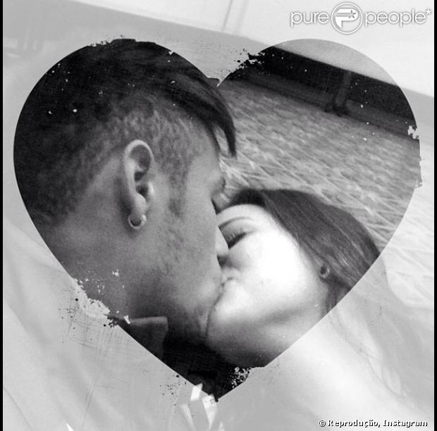 Bruna Marquezine publica foto beijando Neymar no Dia dos Namorados: 'Amor você!'
