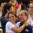 Muitas celebridades parabenizaram nas redes sociais o príncipe William e a mulher, Kate Middleton pela vinda do filho do casal, em dezembro de 2012