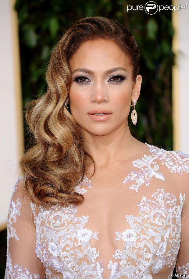 Jennifer Lopez está confirmada no elenco do filme 'The 33'. O longa conta a história dos 33 mineiros chilenos que ficaram presos em uma mina de cobre e outro do país