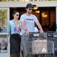 Rodrigo Santoro foi flagrado recentemente com a namorado, Mel Fronckowiak em Los Angeles