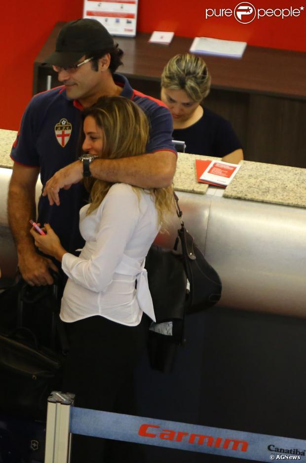 Luciano Szafir e Luhanna Melloni esperam David, em 20 de junho de 2013