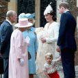George usou o cojunto de short vermelho e blusa branca com bordados da grife infantil britânica Rachel Riley