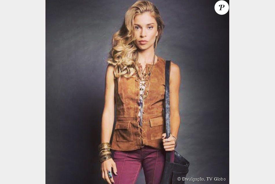 d461298871551 Larissa, personagem de Grazi Massafera, aposta no estilo setentista. Adora  calças boca de