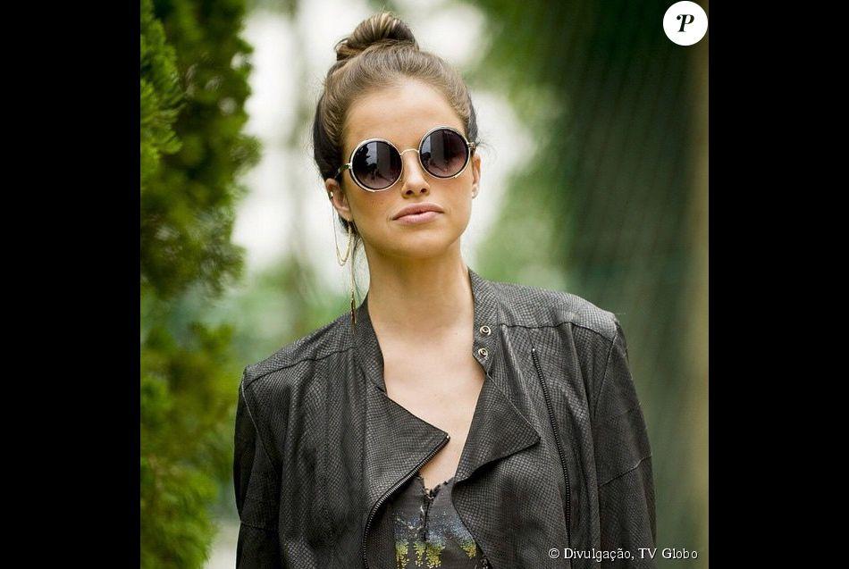 251ac359e52fd Os óculos redondinhos de Giovanna são da Moda Moon (R  120,00), modelo   Vapor