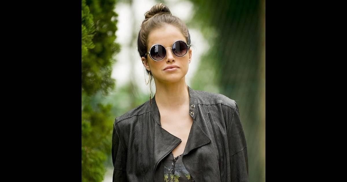 Os óculos redondinhos de Giovanna são da Moda Moon (R  120,00), modelo   Vapor  - Purepeople 2515724680