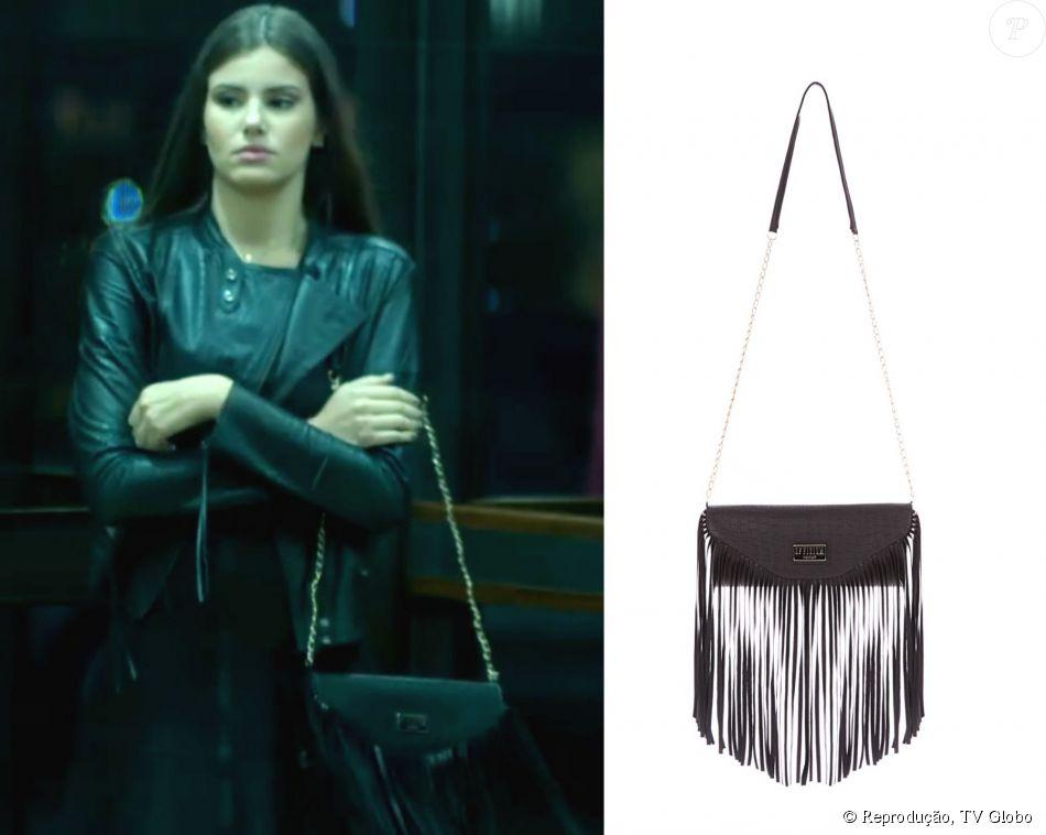 5115af894c7d8 A bolsa Of-ficium (R  275,90) foi usada por Angel (Camila Queiroz) para um  trabalho do  Book Rosa  da  Fanny Models