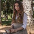 Alinne Moraes é Lívia, uma jovem linda e alegre, filha de Emília (Ana Beatriz Nogueira) e de Bernardo (Felipe Camargo), que vai se apaixonar perdidamente por Felipe (Rafael Cardoso), na novela 'Além do Tempo'