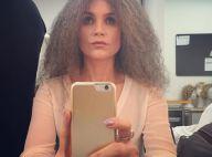 Flávia Alessandra usa peruca de cabelo grisalho e é comparada a Maria Bethânia