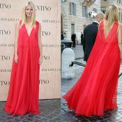 Gwyneth Paltrow aposta em vestido decotado para prestigiar desfile de Valentino