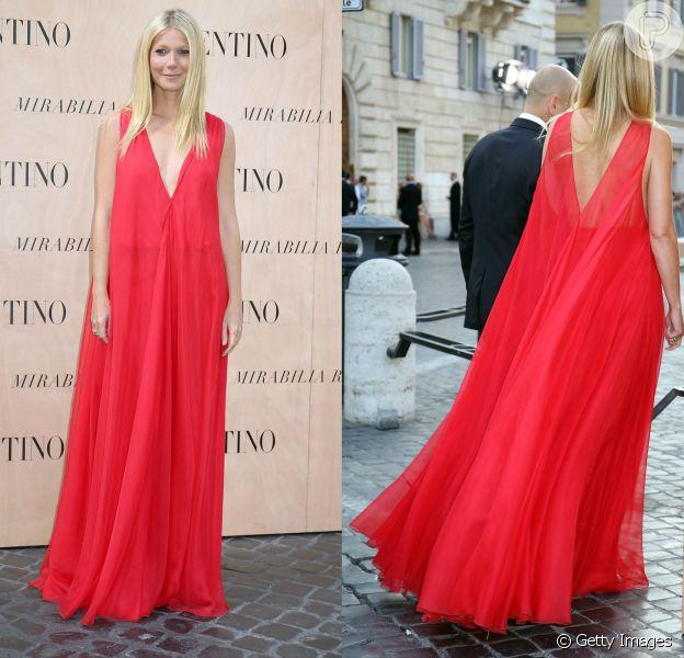 Gwyneth Paltrow escolheu um vestido esvoançante para o desfile da alta-costura de inverno 2016 da Valentino, em Roma, nesta quinta-feira, dia 9 de julho