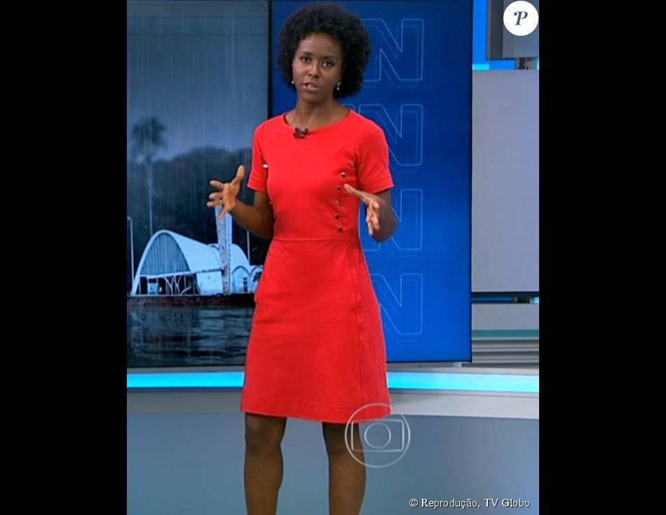 d928ad4e8 O vestido vermelho neon de mangas curtas usado por Maju chama atenção pelos  botões laterais