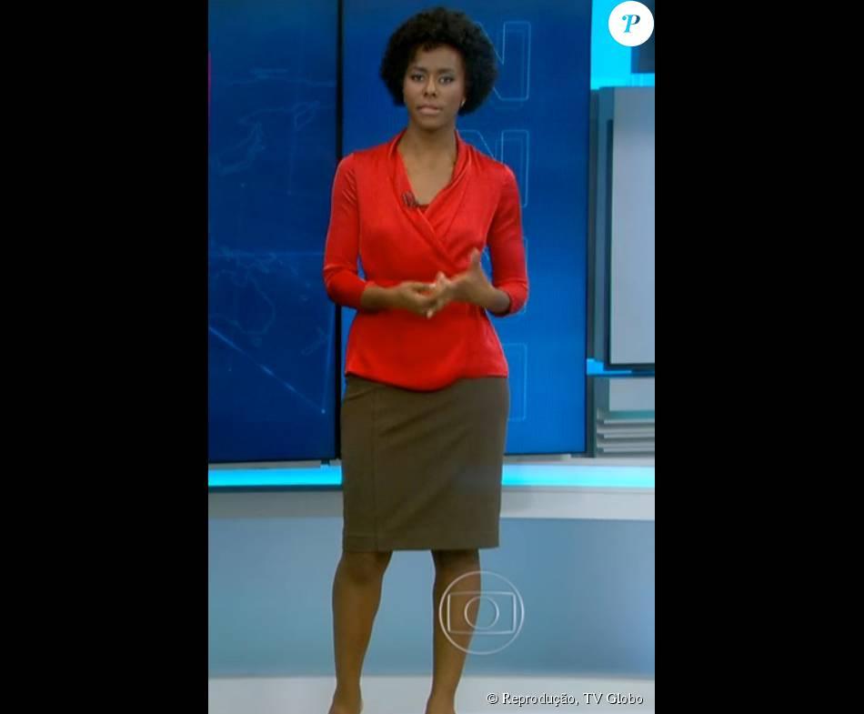 f94695a415 Maria Júlia usou camisa vermelha e saia verde militar no  JN ...
