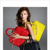 Kate Moss posa nua para a nova campanha da Versace