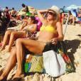 Helô Pinheiro postou uma foto de biquíni pegando um sol na praia de Ipanema, Zona Sul do Rio de Janeiro, e exibiu boa forma aos 70 anos. O registro foi publicado no último domingo, 19 de julho de 2015