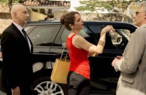 'Verdades Secretas': Carolina se divorcia e devolve o carro velho para ex-marido