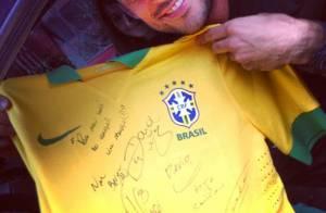 Fred curte dia com a namorada após marcar dois gols na vitória do Brasil