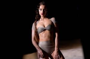 Paolla Oliveira exibe corpo sarado em ensaio de lingerie