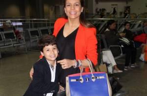Nivea Stelmann, sem o marido, viaja para Disney com o filho, Miguel