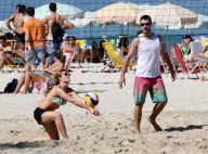 Fernanda Lima e Rodrigo Hilbert jogam vôlei e mergulham na praia sem os filhos