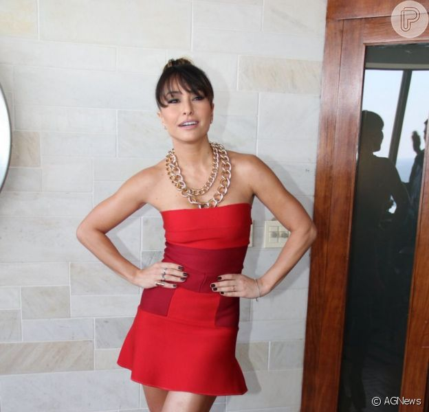 Sabrina Sato foi elogiada por Pedro Vasconcelos, diretor de 'O Concurso', durante a coletiva de imprensa do filme, em 8 de julho de 2013