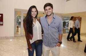 Bruno Gissoni leva Yanna Lavigne em espetáculo de dança no Rio