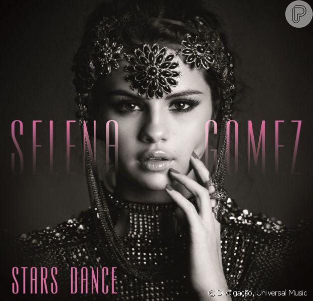 Selena Gomez está lançando o primeiro álbum solo da carreira. 'Stars Dance' chega às lojas dias 23 deste mês