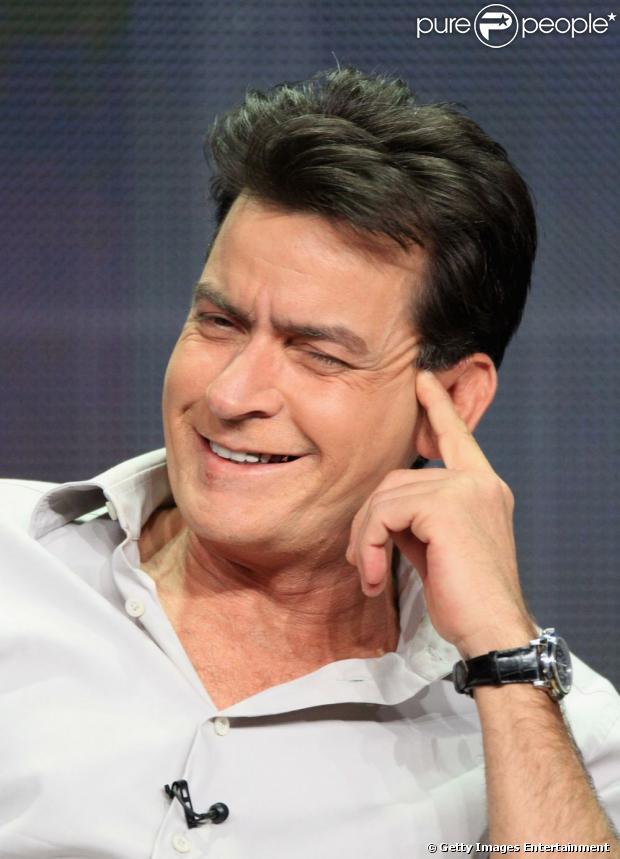 Charlie Sheen, aos 47 anos, vira avô e comemora: 'É impossível um dia mais maravilhoso', em 17 de julho de 2013