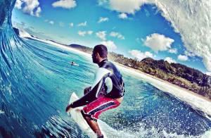 Pedro Scooby, marido de Luana Piovani, posta foto em onda gigante no Havaí
