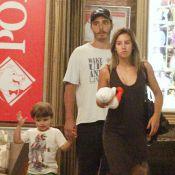 Thiago Rodrigues e Cristiane Dias levam o filho, Gabriel, para jantar no Rio