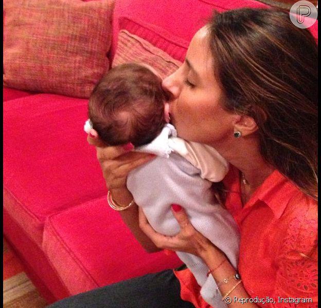 Flávia Sampaio postou foto com o primogênito Balder e agradeceu carinho dos amigos e familiares