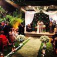 A atriz se emocionou durante a bênção do pastor evangélico Jonas Rezende