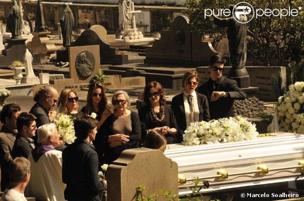 Elenco de 'Amor à Vida' grava as cenas de enterro de Nicole (Marina Ruy Barbosa)