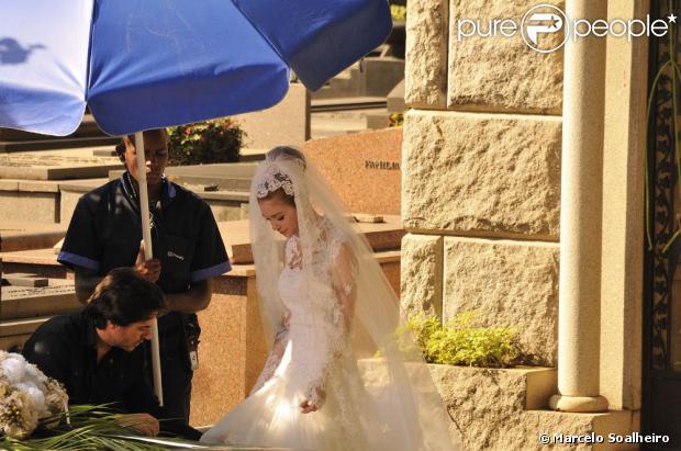 Nicole (Marina Ruy Barbosa) aparece para Thales (Ricardo Tozzi) em 'Amor à Vida'