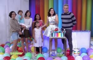 Monica Iozzi festeja 34 anos com visita da família ao vivo na TV: 'Não acredito'