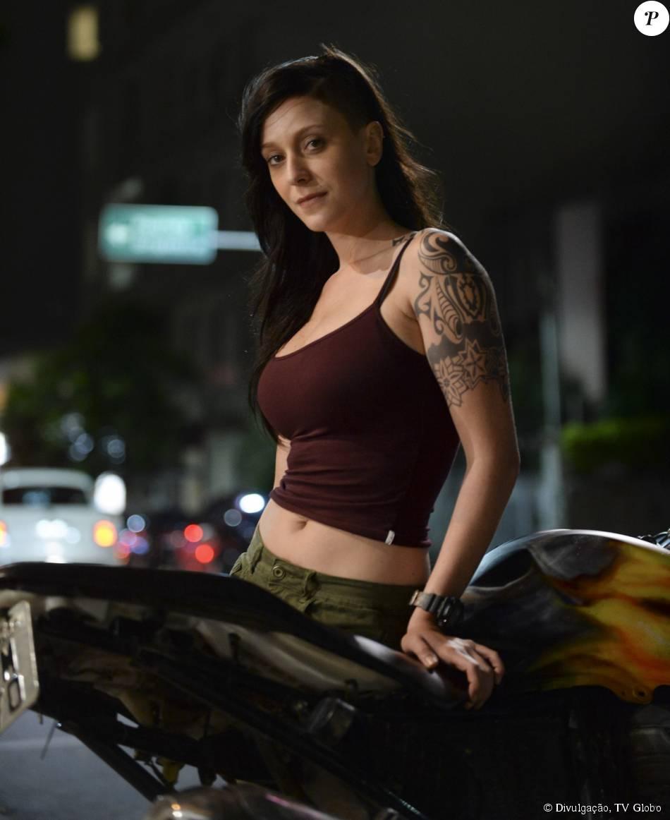 Caroline Abras interpreta a Ximena da novela I Love