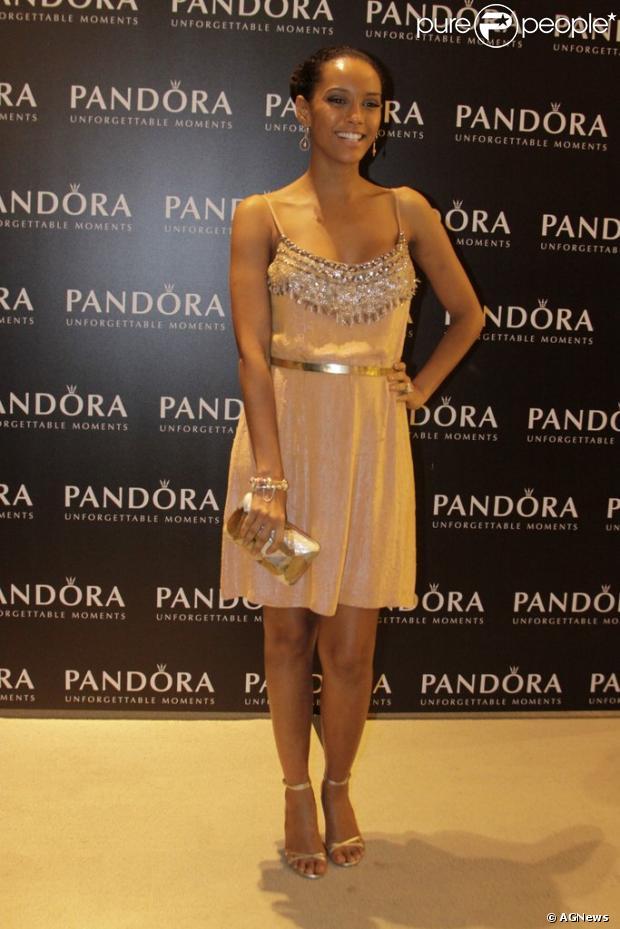 Taís Araújo é destaque em coquetel da joalheria Pandora, no Rio de Janeiro, em 13 de dezembro de 2012