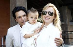 Eliana batiza o filho Arthur, de 2 anos, em São Paulo e se emociona