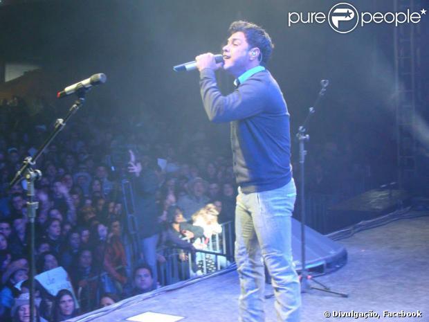 Zezé Di Camargo está em turnê com o espetáculo 'Sonhos de Amor' e completa 51 anos neste sábado, 17 de agosto de 2013