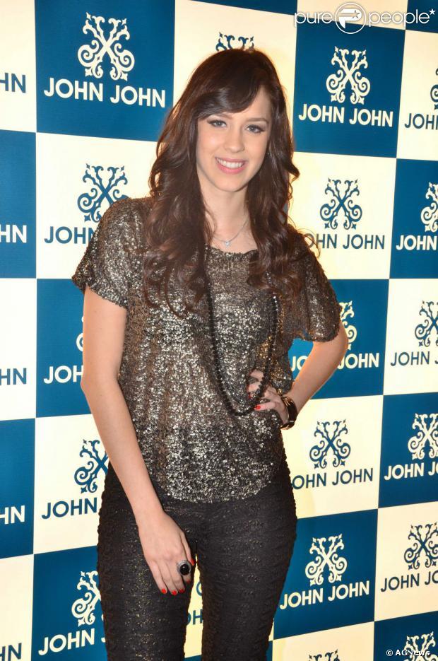 Sophia Abrahão vai iniciar as gravações de 'Amor à Vida' daqui a 20 dias. A informação é do jornal 'Extra' de 15 de agosto de 2013