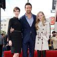 Hugh Jackman ganha estrela na Calçada da Fama em 13 de dezembro de 2012, e é prestigiado por Anne Hathaway e Amanda Seyfried